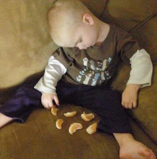 Những kiểu ngủ gật đáng yêu của bé - ảnh 20