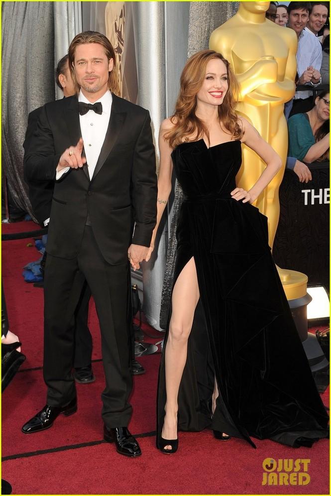 Nam tài tử Brad Pitt được đề cử Nam diễn viên chính xuất sắc nhất với vai diễn trong phim Moneyball. Anh xuất hiện trên thảm đỏ cùng người tình Angelina Jolie