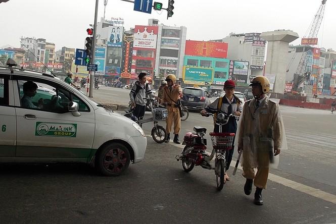 Nhiều sinh viên đi xe đạp điện không MBH - ảnh 2