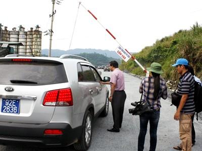 Xe chủ tịch, bí thư tỉnh Quảng Nam cũng bị kiểm tra, phóng viên phải xuống xe