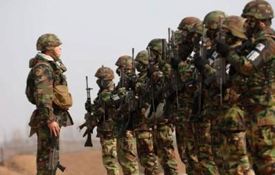Quân đội Hàn Quốc trong tình trạng sãn sàng chiến đấu cao. Ảnh: Huaxia.com
