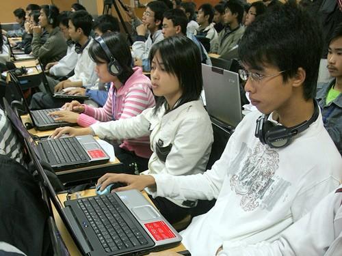 Thực tế hiện nay người dùng internet sử dụng tài khoản ảo chiếm tỷ lệ rất lớn - Ảnh: Trường Sơn (Thanh Niên)
