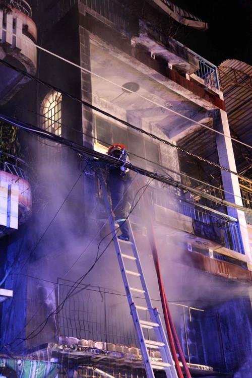 Cháy lớn làm ba người chết - ảnh 6