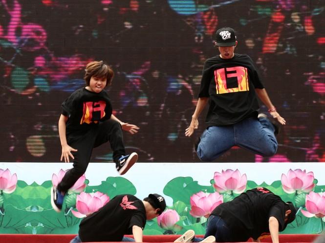Trải chiếu chèo, nhảy Hip hop, popping - ảnh 11