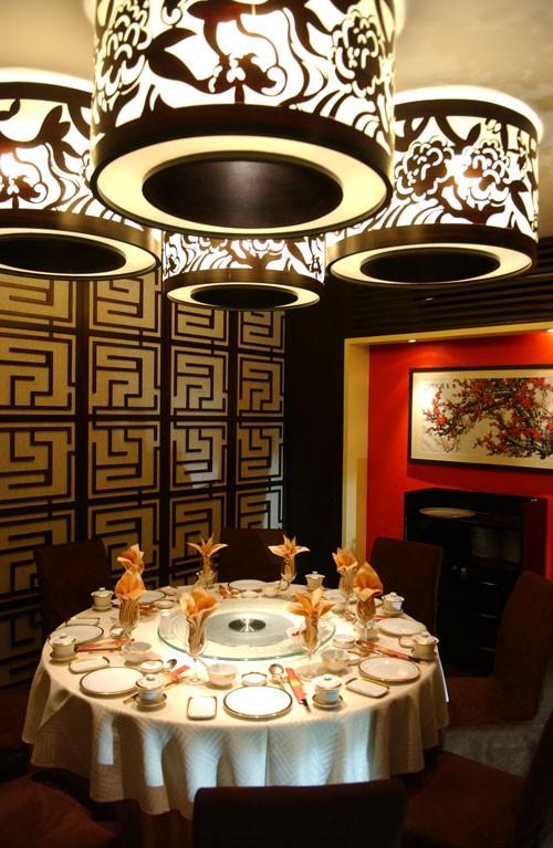 Không gian nhà hàng Long Đình