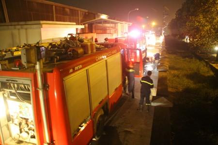 Cháy lớn tại khu công nghiệp Quang Minh - ảnh 1