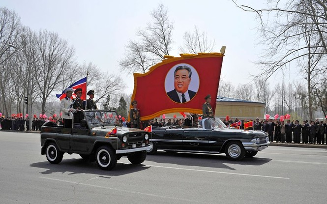 Những chiếc ô tô tham gia lễ diễu hành kỷ niệm 100 năm ngày sinh cố chủ tịch Kim Nhật Thành
