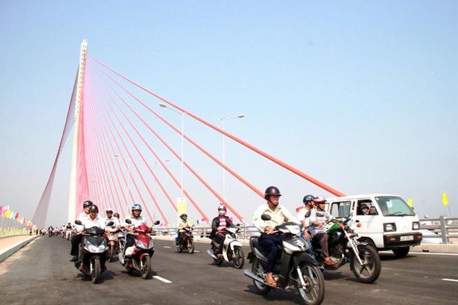'Rồng thép' lớn nhất thế giới ở Đà Nẵng phun lửa - ảnh 9