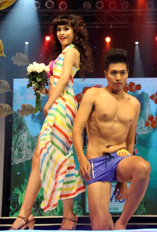 Trình diễn Bikini nóng bỏng đêm chung kết Siêu mẫu 2011 - ảnh 3