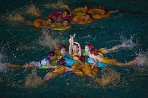 Một màn bơi trình diễn tại một sự kiện ở Bình Nhưỡng ngày 15/2