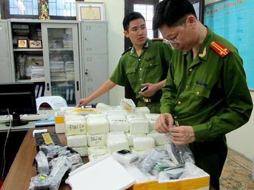 Cơ quan chức năng đang kiểm đếm hàng lậu
