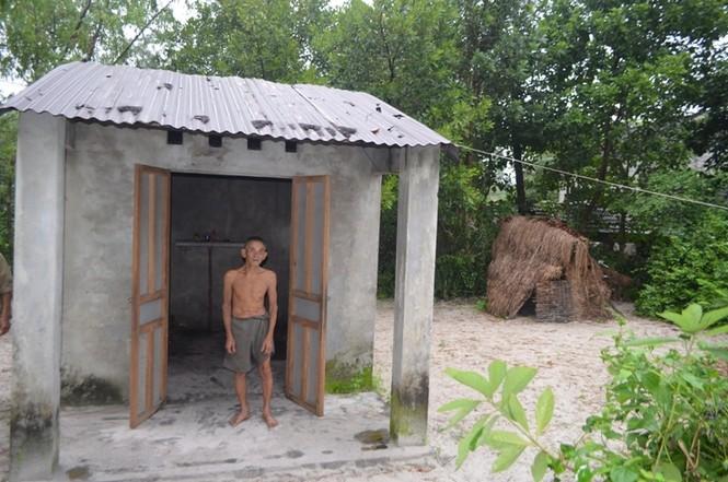 Ông đã chê nhà xây kiên cố để tự dựng lều để ở