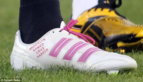 Beckham đã kịp khắc tên con gái yêu vào đôi giầy thi đấu của mình