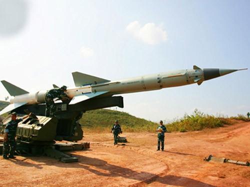 Tên lửa sẵn sàng trên bệ phóng