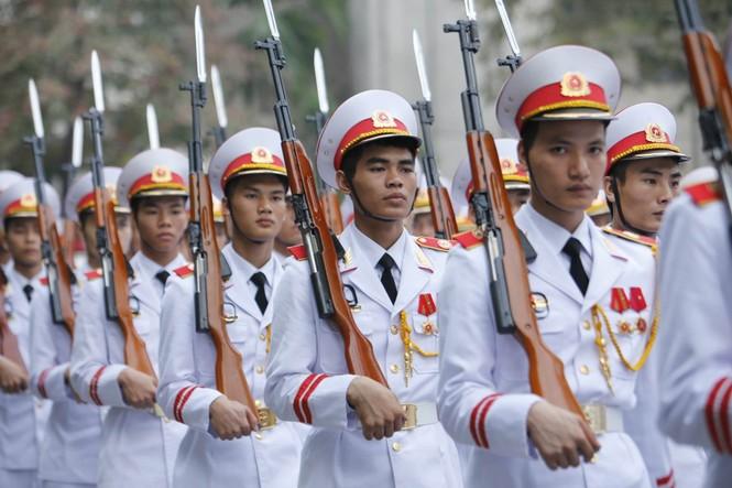 Đội tiêu binh phục vụ tang lễ. Ảnh: Như Ý