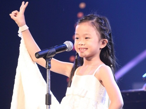 Cô bé Thanh Trúc tự tin thể hiện ca khúc