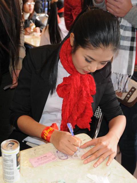 Hoa hậu Ngọc Hân cùng 500 cặp tình nhân hiến máu - ảnh 12