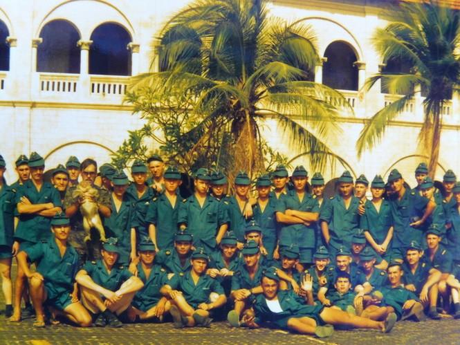 Đại đội 1061 đi tham quan tập thể, tại tu viện đá, 90-94