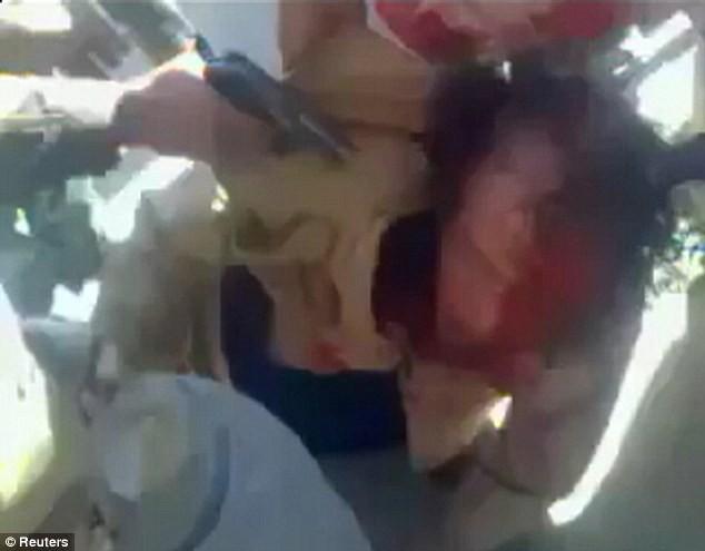 Xuất hiện video ông Gaddafi bị bắn vào đầu - ảnh 3