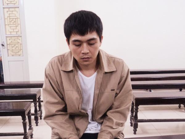 Bị cáo Nguyễn Quang Huy trước vành móng ngựa