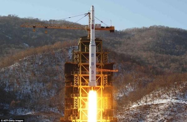 Hình ảnh tên lửa Unha-3 bay vào vũ trụ tháng 12 vừa qua