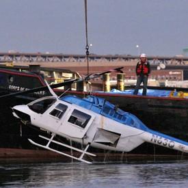 Trực thăng đâm xuống sông, một phụ nữ Anh thiệt mạng - ảnh 1