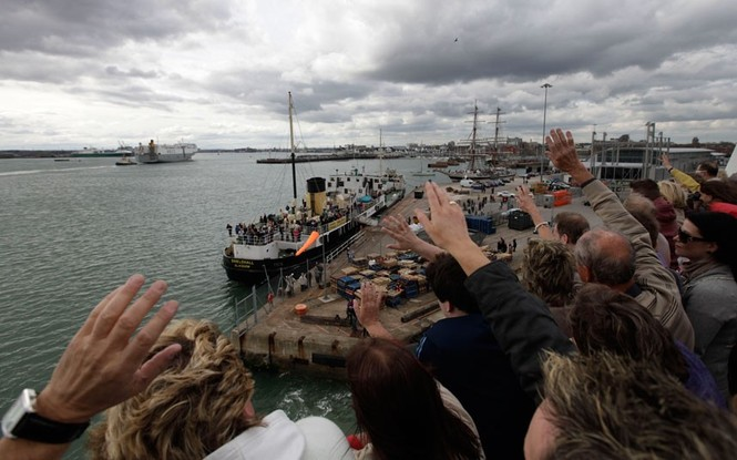 Tàu MS Balmoral rời cảng Southampton.