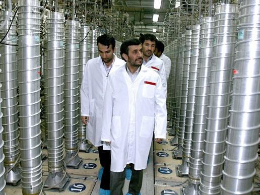 Tổng thống Iran Mahmoud Ahmadinejad tới thăm cơ sở hạt nhân Natanz vào năm 2008