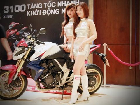 Người đẹp bên Honda CB1000R Tricolour - ảnh 7