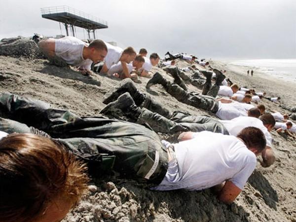 Cận cảnh tập luyện của biệt đội SEAL - ảnh 6
