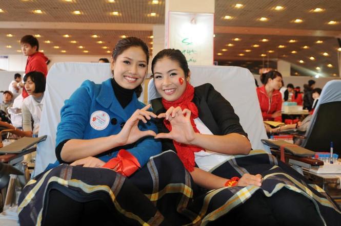 Hoa hậu Ngọc Hân cùng 500 cặp tình nhân hiến máu - ảnh 5