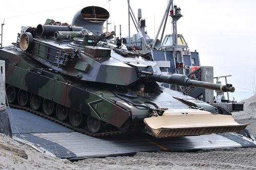 Đổ bộ xe tăng bằng tầu đổ bộ kiểu - Phà (Ro - Ro)