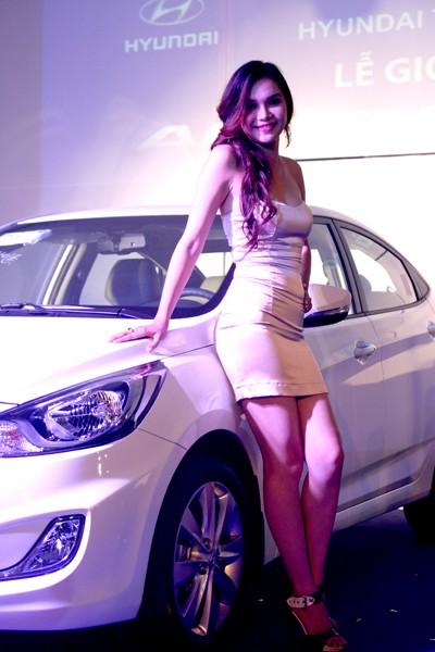 Kiều nữ thả dáng bên Hyundai Accent - ảnh 5
