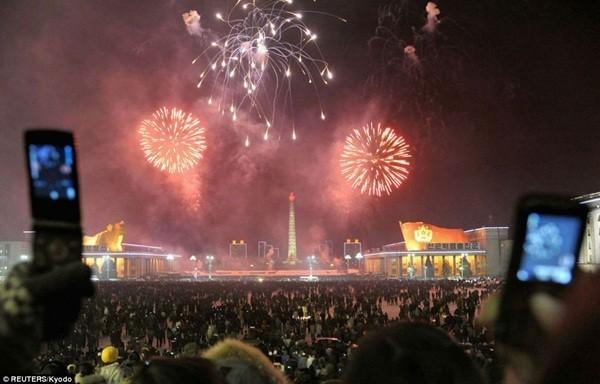 Hình ảnh pháo hoa đón chào năm mới 2013 của người dân Triều Tiên
