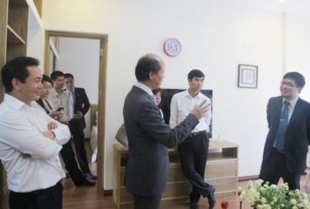 Thứ trưởng Bộ xây dựng Nguyễn Trần Nam trong một lần thăm dự án FPT Smart Nano Flat