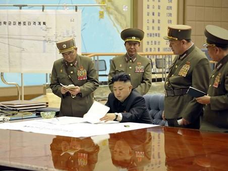 Nhà lãnh đạo Kim Jong-un họp bàn cùng các tướng lĩnh quân đội. Ảnh: KCNA