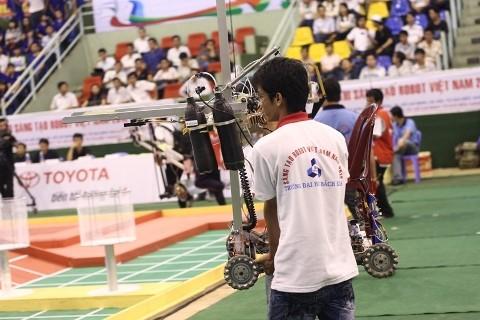 Không bất ngờ vòng loại Robocon 2012 phía Nam - ảnh 8