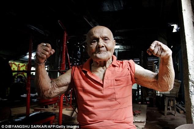 100 tuổi cơ bắp vẫn cuồn cuộn - ảnh 1