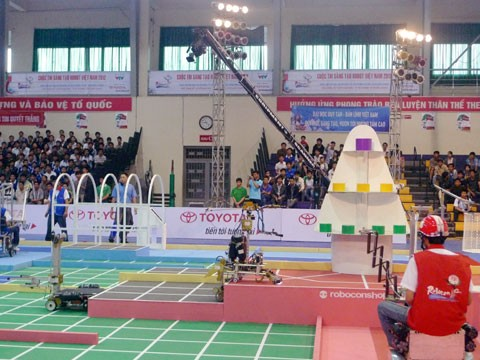 Vòng loại miền Trung mở màn mùa Robocon 2012 - ảnh 2