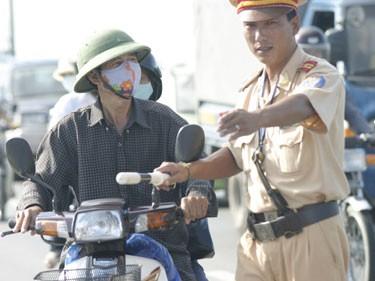 CSGT thực hiện nhiệm vụ tuần tra, kiểm soát được dừng phương tiện để kiểm soát nếu phát hiện các hành vi vi phạm pháp luật về giao thông đường bộ (Ảnh: Cấn Cường)