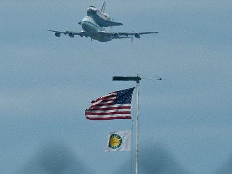 Boeing 747 cõng tàu vũ trụ con thoi - ảnh 4