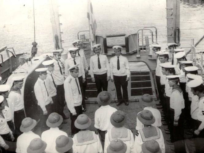Tháng Tư năm 1979, cảng Cam Ranh.  Đoàn đại biểu Việt Nam thăm МТ