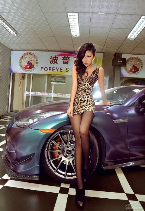 'Báo gấm' tạo dáng bên Nissan GTR - ảnh 4
