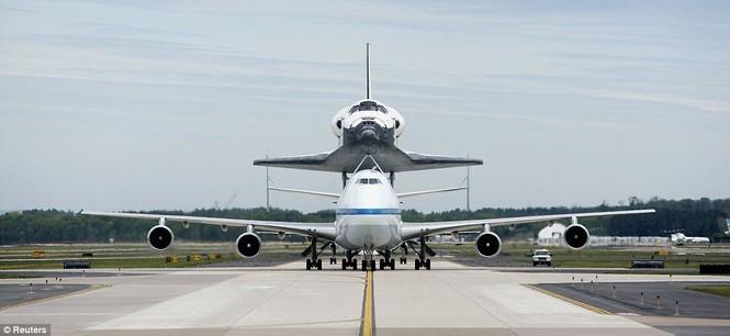 Boeing 747 chuẩn bị cất cánh.