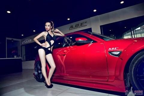 Nhan sắc nóng bỏng bên Mazda RX-8 - ảnh 2