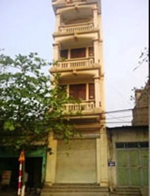 Ngôi nhà 4 tầng nơi các hung thủ trú ngụ được cho là nhà vợ chồng ông D., con rể Chủ tịch UBND tỉnh Vĩnh Phúc ở trước đó