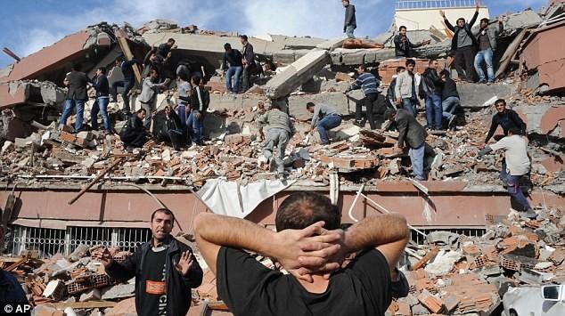 Đã có 239 thiệt mạng, hơn 1.300 người bị thương, ước tính số người bị thiệt mạng có thể lên hơn 1000 người