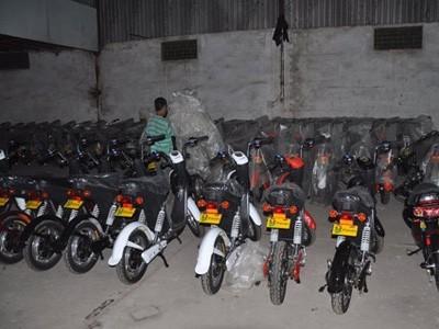 Suốt một thời gian dài xe máy điện được nhập lậu về Việt Nam và được lưu hành như xe đạp điện