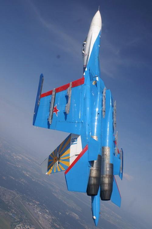 Đội hình máy bay 'khủng' hộ tống Tổng thống Nga - ảnh 1