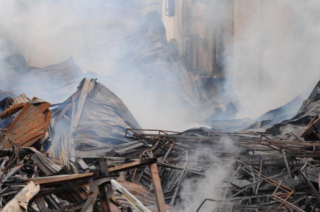 Nhà năm tầng thành đống đổ nát vì hỏa hoạn - ảnh 4